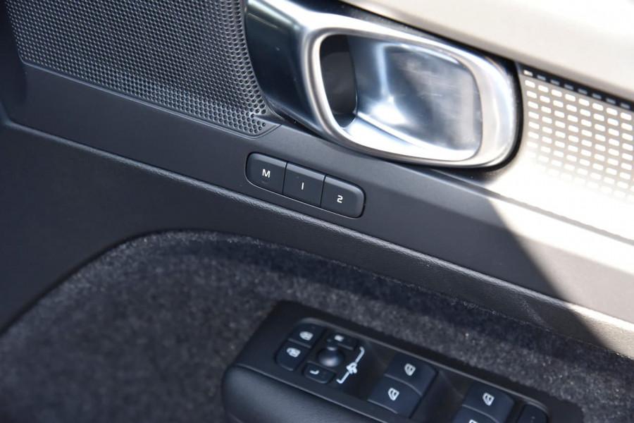 2020 Volvo XC40 XZ T5 R-Design Suv Image 12