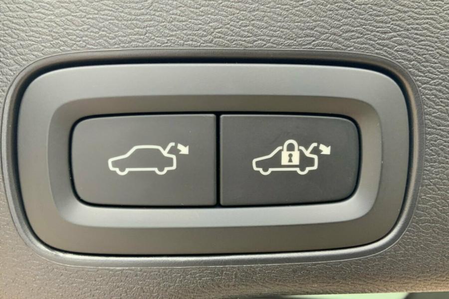 2018 MY19 Volvo XC60 246 MY19 T5 Inscription (AWD) Suv Mobile Image 9