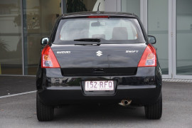 2010 Suzuki Swift RS415 RS415 Hatchback Image 4