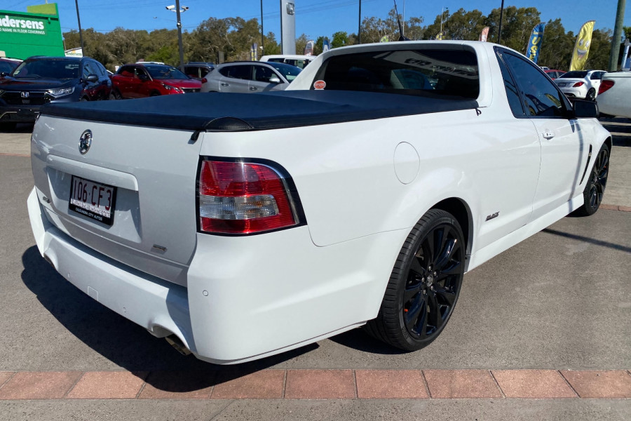 2016 Holden Commodore VF II  SV6 Black Utility Image 6