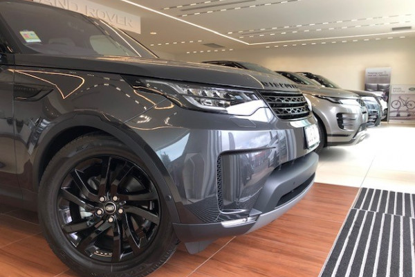 2019 Land Rover Discovery Series 5 HSE Suv Image 4