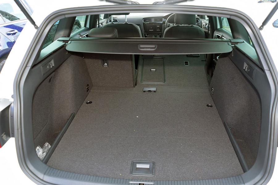 2018 Volkswagen Golf Wagon 7.5 R Wagon Mobile Image 7