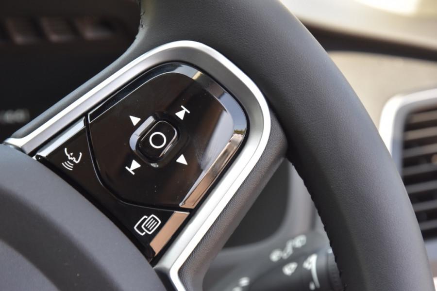 2019 Volvo XC90 L Series D5 Momentum Suv Image 12
