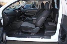2019 Mitsubishi Triton MR GLX Club Cab Chassis 4WD Cab chassis