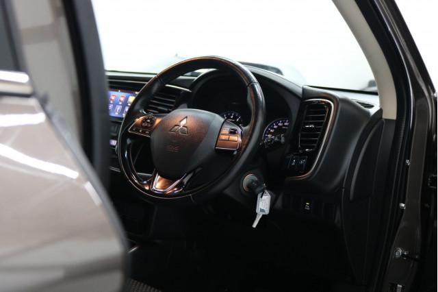 2017 MY18.5 Mitsubishi Outlander ZL ES Suv Image 5