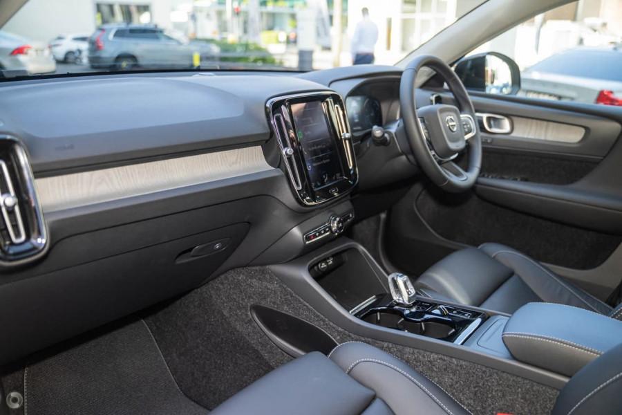 2021 Volvo XC40 XZ T4 Inscription Suv Image 5