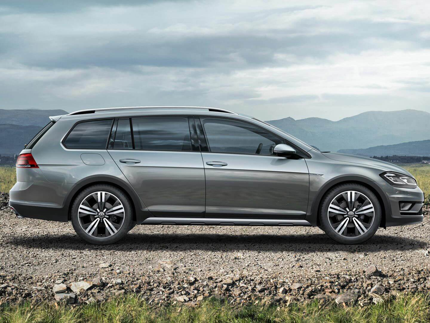 Golf Alltrack <strong>Looks great on the street</strong> and great on the dirt