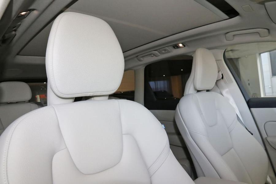 2020 MY21 Volvo XC60 UZ D4 Momentum Suv Image 21