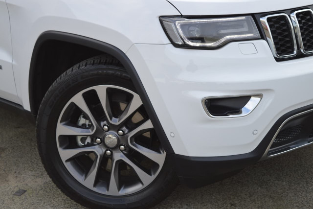 2018 Jeep Grand Cherokee Limited 26 of 28