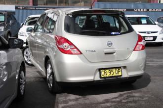 2010 Nissan Tiida C11 S3 Ti Hatchback Image 2