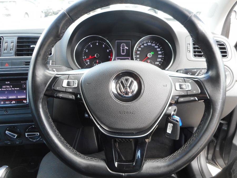 2015 Volkswagen Polo Hatchback Image 16