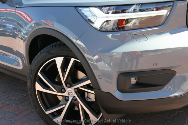 2020 Volvo XC40 XZ T5 R-Design Suv Image 2