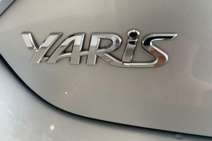 2017 Toyota Yaris NCP130R Ascent Hatchback Image 8