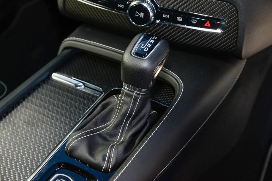 2017 Volvo XC90 L Series T6 R-Design Suv Mobile Image 12