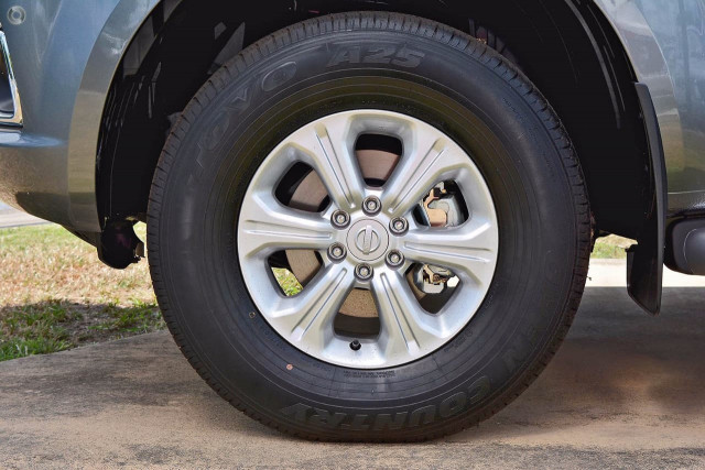 2019 Nissan Navara D23 Series 3 ST-X 4X2 Dual Cab Pickup Utility Image 3
