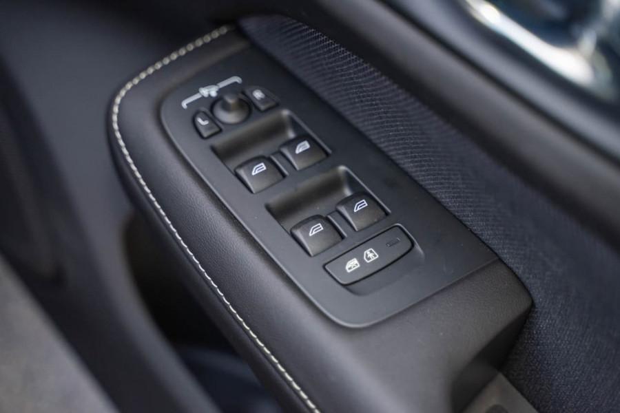 2019 MY20 Volvo S60 Z Series T5 R-Design Sedan Image 15