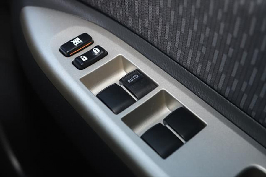 2012 Toyota Yaris NCP93R MY11 YRS Sedan Image 18