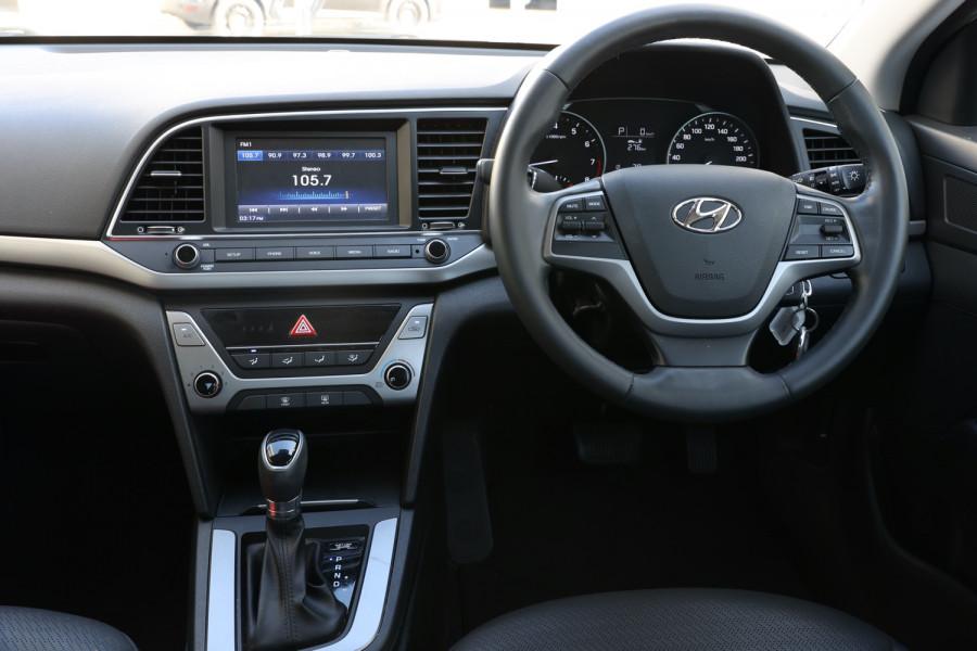 2018 Hyundai Elantra AD Trophy Sedan Image 9