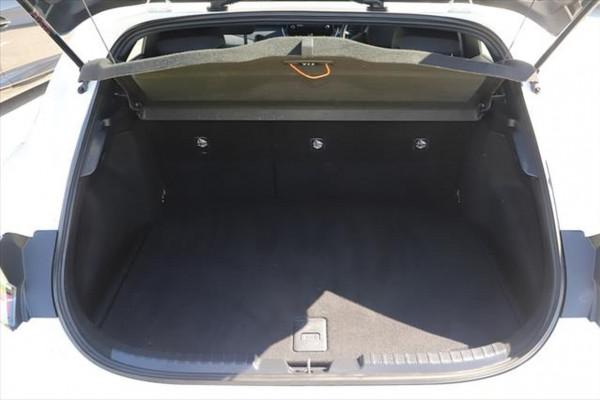 2018 Toyota Corolla ZWE186R Hybrid Hatchback Image 5