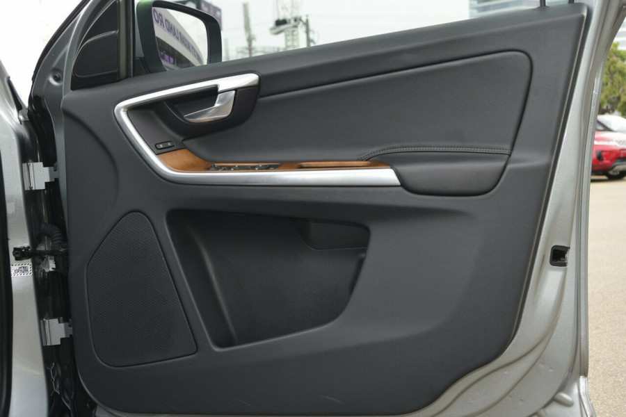 2015 Volvo XC60 LUXURY Suv Image 5