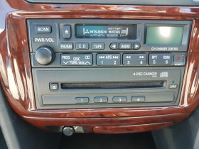 2003 Mitsubishi Verada KJ 2 Sedan