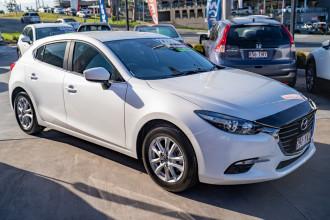 2018 Mazda 3 BN5476 Touring Hatchback Image 3