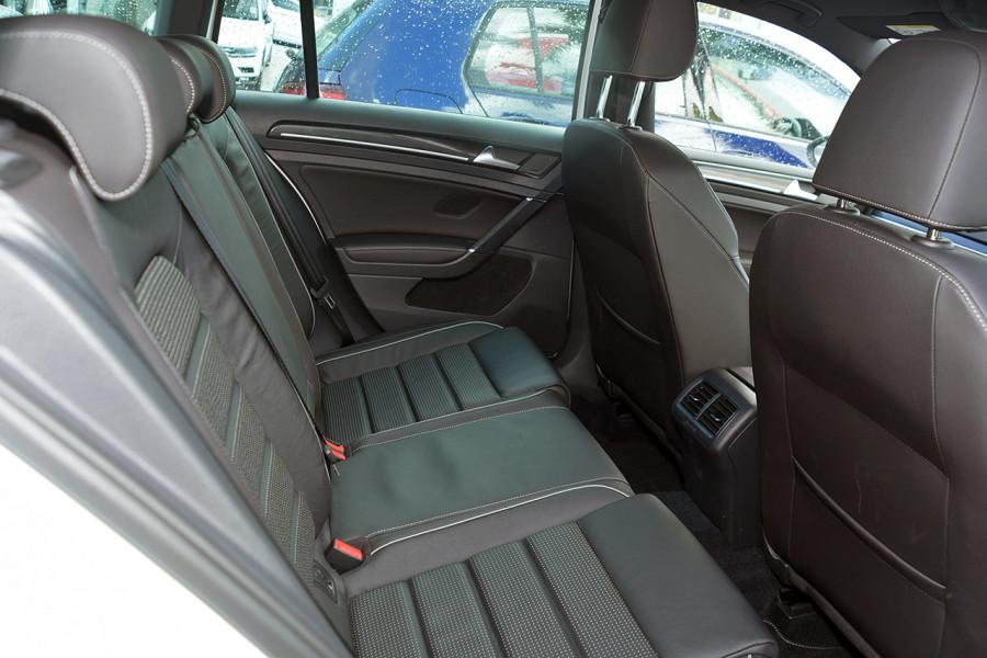 2018 Volkswagen Golf Wagon 7.5 R Wagon Mobile Image 8