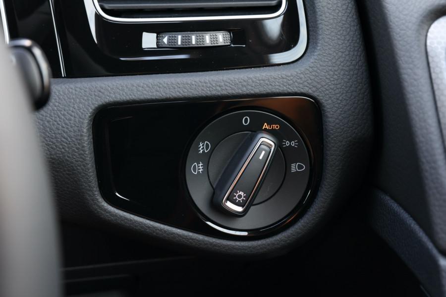 2020 Volkswagen Golf 7.5 GTI Hatchback Image 25