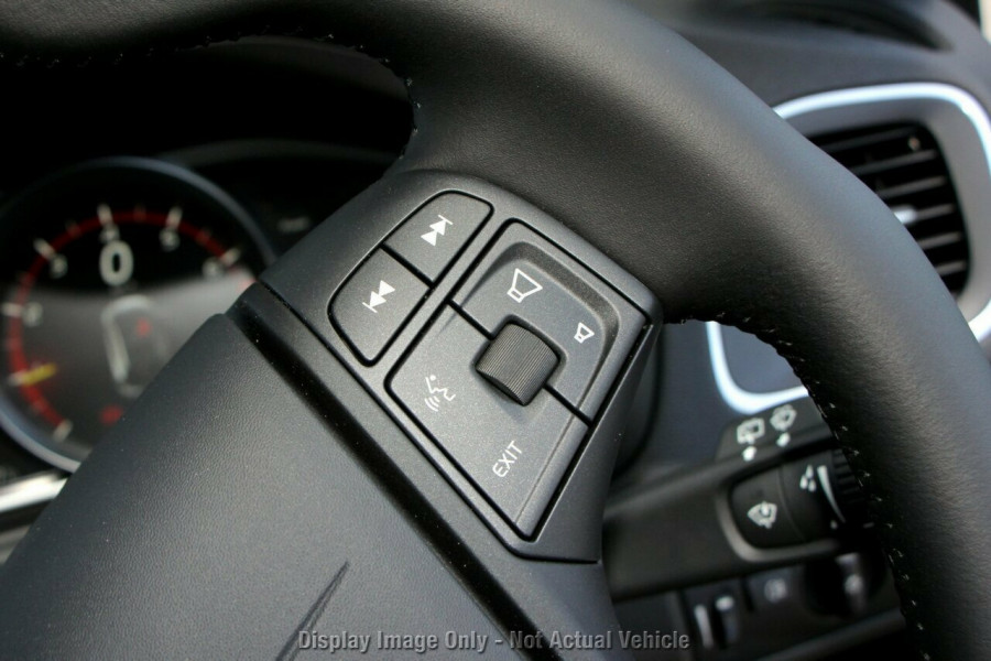 2017 MY18 Volvo V40 M Series D2 Adap Geartronic Momentum Hatchback