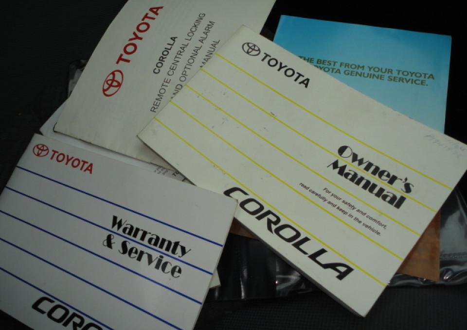 2004 Toyota Corolla ZZE122R Ascent Sedan