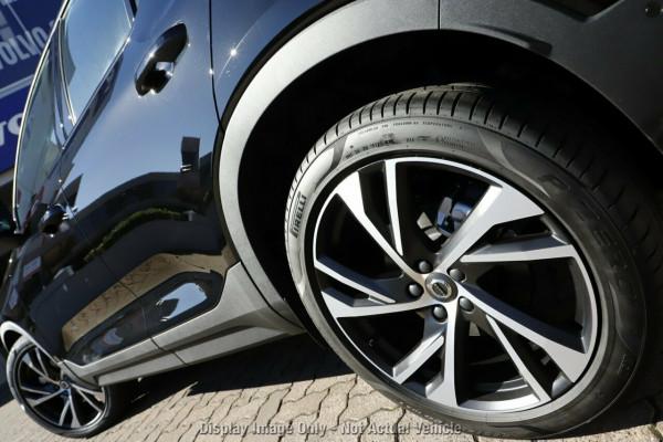 2020 Volvo XC40 XZ T5 R-Design Suv Image 4