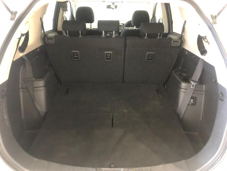 2017 Mitsubishi Outlander ZK LS 2wd 7 seat wagn Image 13