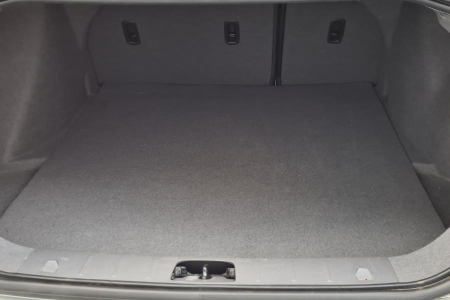 2012 Volvo S40 Vehicle Description. M  MY12 T5 Lifestyle SED GEAR 5sp 2.5T T5 Sedan Image 19
