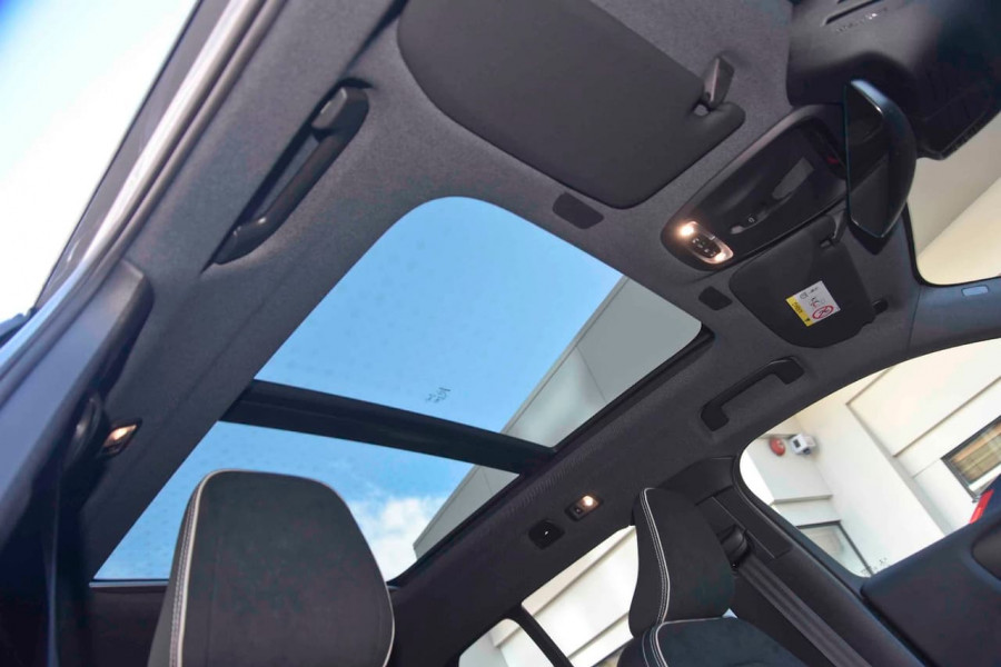 2019 [SOLD]    Mobile Image 17
