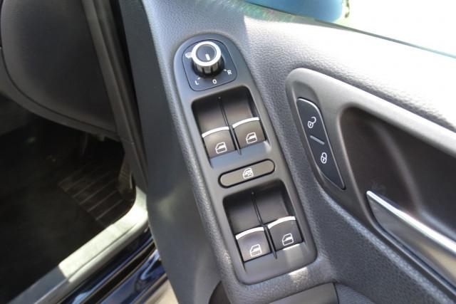 2010 Volkswagen Golf GTI 10 of 24