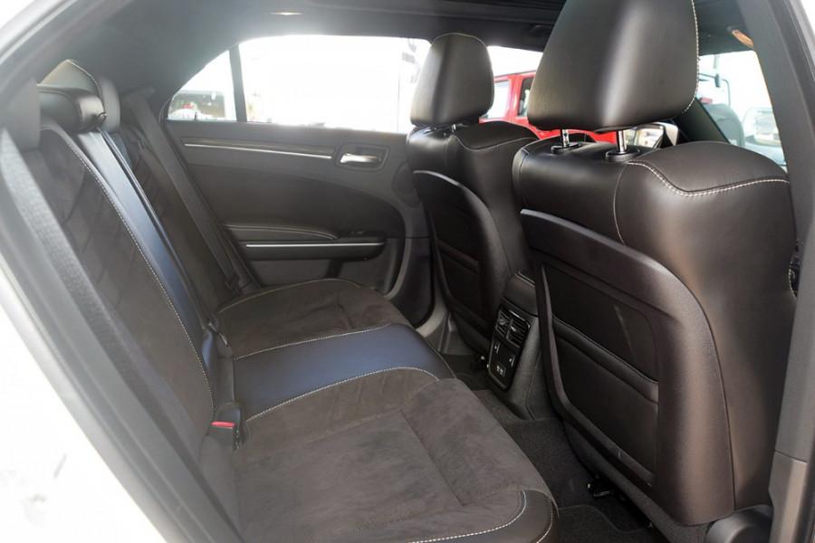2018 MY19 Chrysler 300 SRT LX SRT Sedan Mobile Image 8