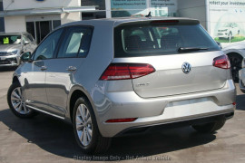 2020 Volkswagen Golf 7.5 110TSI Trendline Hatchback Image 3