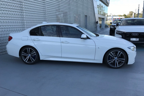 2016 BMW 3 Series F30 LCI 330i Sedan Image 4