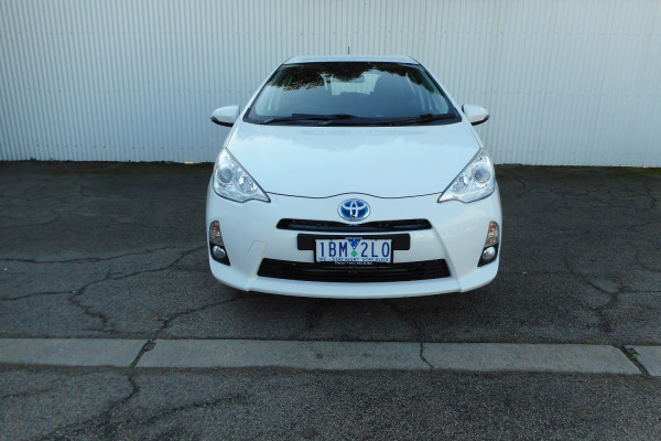 2013 MY12 Toyota Prius Image 2