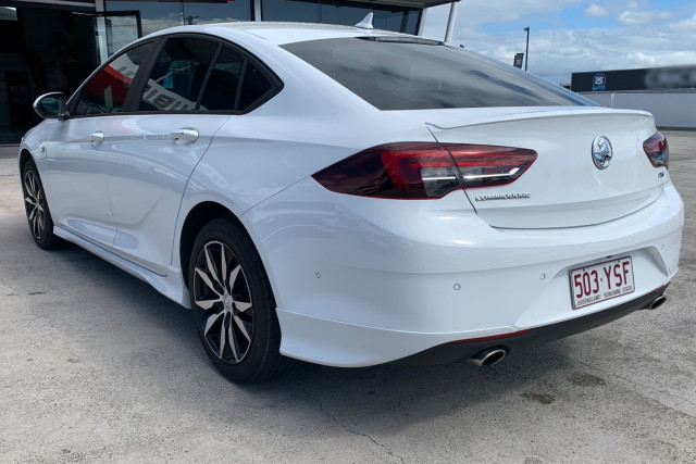 2018 Holden Commodore Sedan Image 5