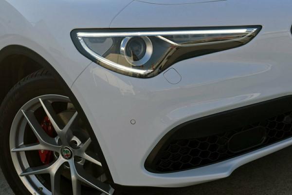 2018 Alfa Romeo Stelvio Ti Suv Image 2