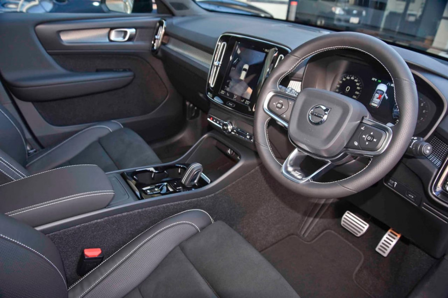2019 [SOLD]    Mobile Image 6
