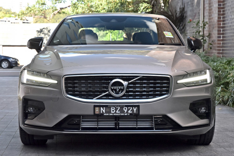 2020 Volvo S60 Z Series T5 R-Design Sedan Mobile Image 6