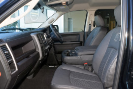 2019 MY18 Ram 1500 Express -- Express Black Pack Utility crew cab Image 4