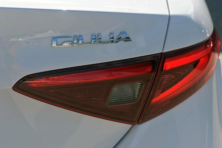 2017 Alfa Romeo Giulia Sedan Mobile Image 23