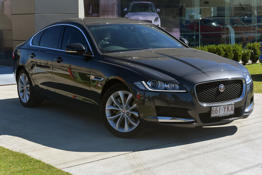 2016 Jaguar XF X260 Prestige Sedan