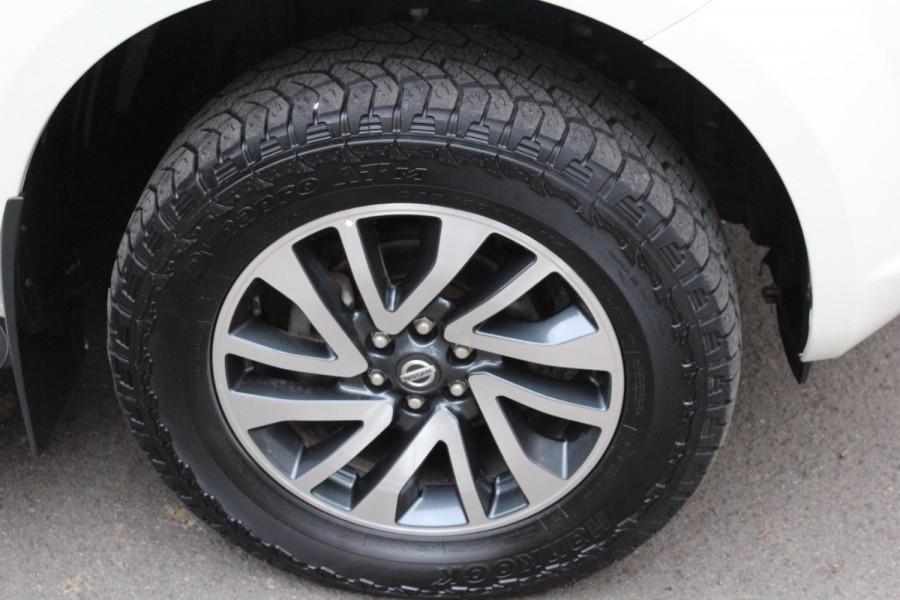 2017 Nissan Navara ST-X Image 11