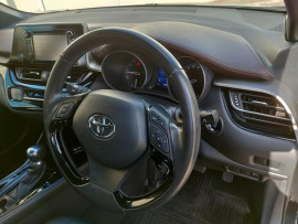 2017 Toyota C-hr NGX50R Koba Suv image 11