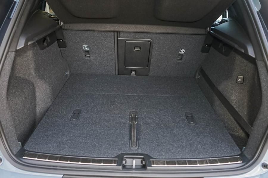 2019 Volvo XC40 XZ T5 R-Design Suv Mobile Image 10