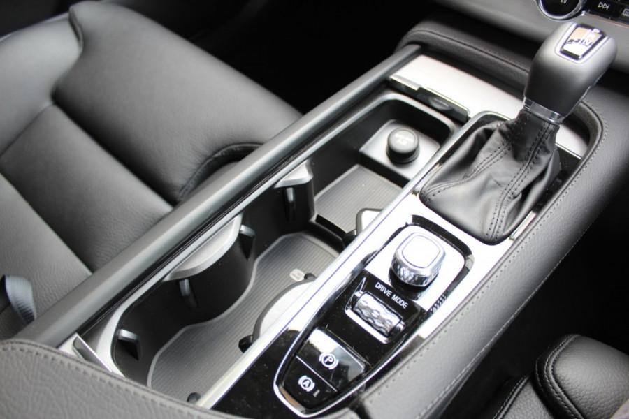 2019 MY20 Volvo XC90 L Series T6 Momentum Suv Mobile Image 21
